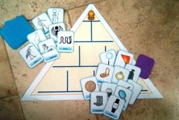Игрa :  Пройди через пирамиду и доберись до сокровищ.