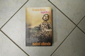 BOOK - La casa de los espiritus by Isabel Allende