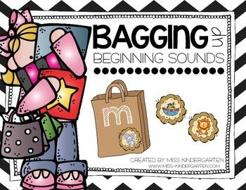 Bagging Up Beginning Sounds {literacy center}