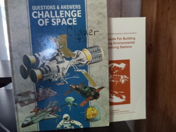 CHALL. SPACE,EDUCATOR'S GUIDE FOR SATELITE  (SETOF 2)