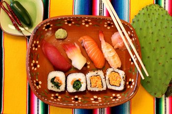 East Side Sushi Movie Guide. Guía de Preguntas. Japanese Mexican Cuisine.