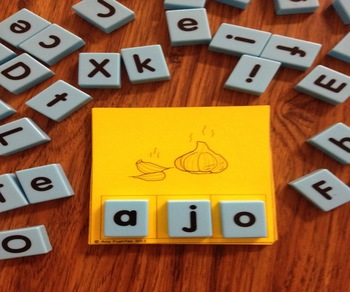 Forma la Palabra - (Using Manipulatives)