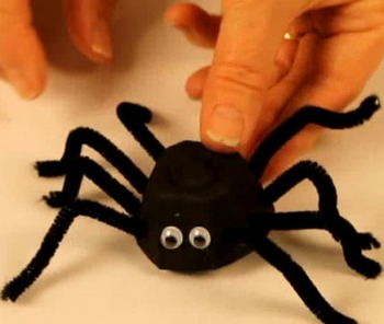 Halloween craft: spider with egg carton