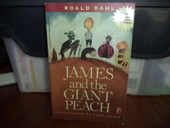 JAMES AND THE GIANT PEACH  ISBN 1-14-0374224-8