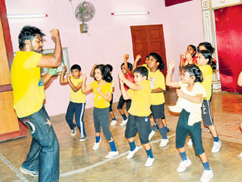 Jai Ho Dance Steps:  Middle  School Level