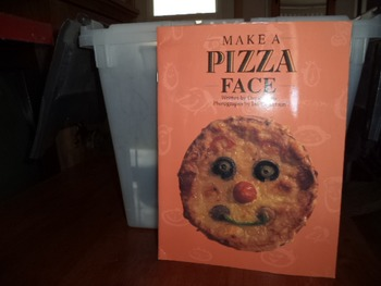 MAKE A PIZZA FACE   ISBN0-383-03583-X