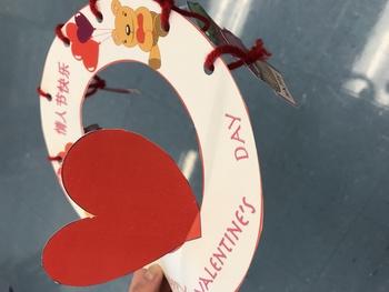 Mandarin Chinese Valentine's Day sweet hat and box 中文情人节甜心帽和镂空爱心盒