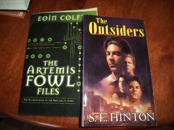 OUTSIDERS   ARTEMIS FOWL FILES         (SET OF 2)