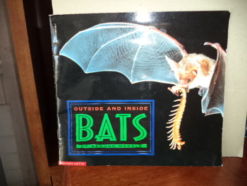 Outside and Inside Bats  ISBN 0-590-51282-X