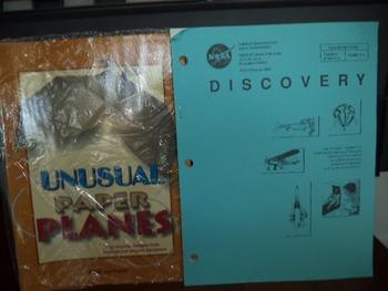 PLANES   DISCOVERY NASA       (SET OF 2)