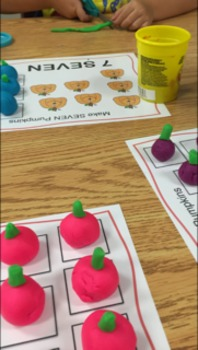 Pumpkin Counting Playdoh Mats (Halloween Play-dough)