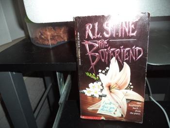 R L STINE THE BOYFRIEND  ISBN 0-590-43279-6