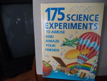 SCHIENCE EXPERIMENTS       0-394-89991-1