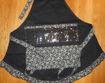 Show and Tell Apron (black/white clover)