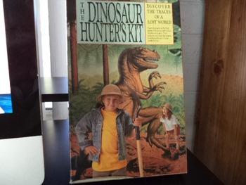 THE DINOSAUR HUNTERS KIT        ISBN    0-89471-804-5