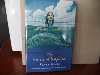 THE MUSIC OF DOLPHINS  ISBN0-590-89797-7