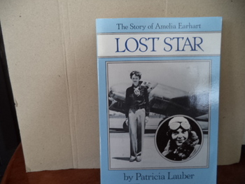 THE STORY OF AMELIA EARHART    ISBN 0-590-4119-4