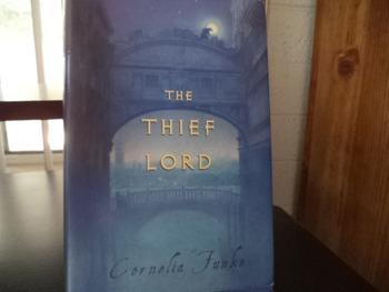 THE THIEF LORD    ISBN 0-439-40437-1