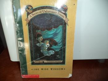 THE WIDE WINDOW  ISBN 0-439-27262-9