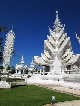 Clip Art * 50 Photographs of Thailand's White Temple > Chiang Rai Province