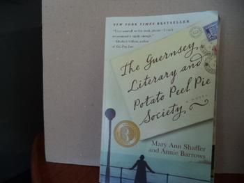 The Guernsey Literary and Potato Peel Pie Society ISBN 978