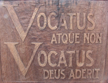 Vocatus Sign